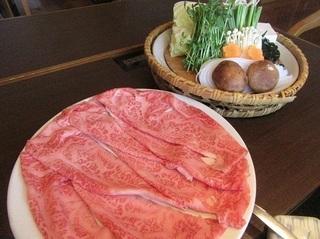 和牛霜降肉と野菜盛り